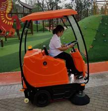 成都扫地机扫地车在龙泉驿马河公园